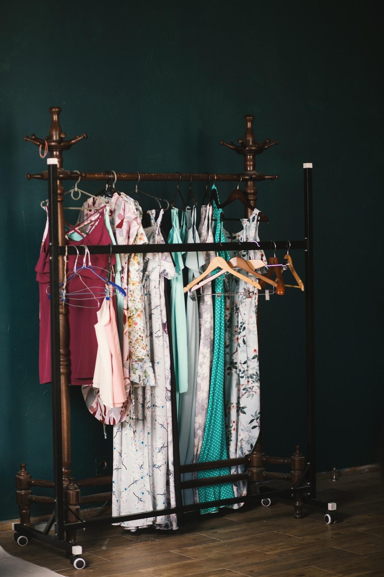 Jakość czy ilość ubrań - Co wybrać?